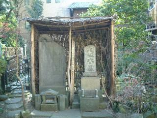 石村近江代々の墓(魚籃坂・大信寺)